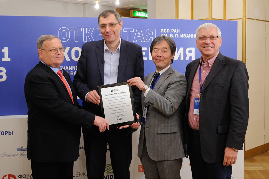 Computer Society President Hironori Kasahara extended a commemorative recognition plaque to the ISP RAS and IEEE Computer Society Russia
